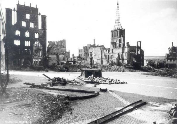 Der zerstörte Hildesheimer Marktplatz // Stadtarchiv Hildesheim